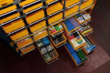 (11) Стеллажная инсталляция. Каркасные, стеллажные и выкатные модули с товаром.