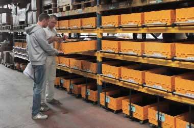(01) Стеллажная инсталляция на профессиональном складе. Стеллажные и выкатные модули.